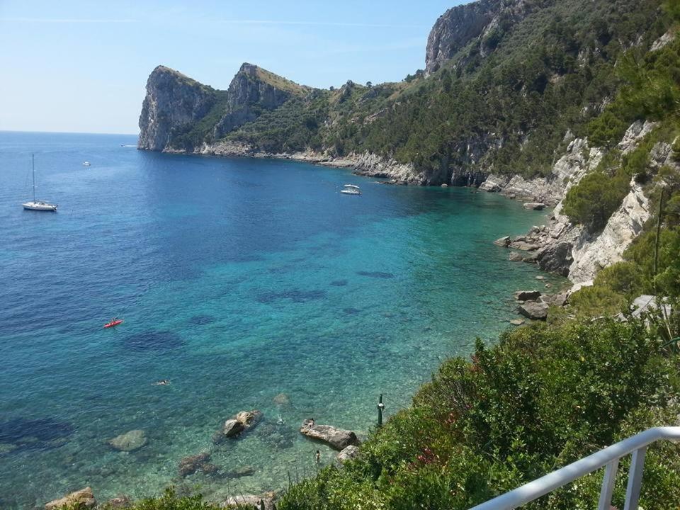 �yf�yil�il�..���z)�h�_il terrazzino sul mare
