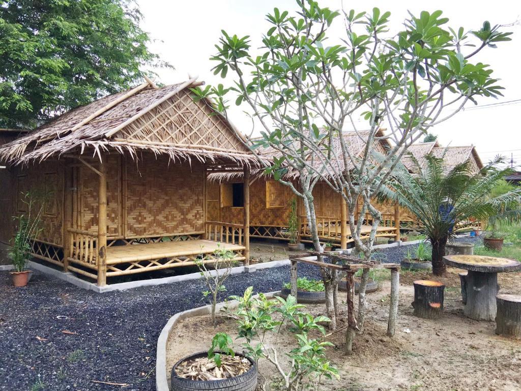 旅馆 bamboo bungalow thalang(他朗竹制简易别墅旅馆)