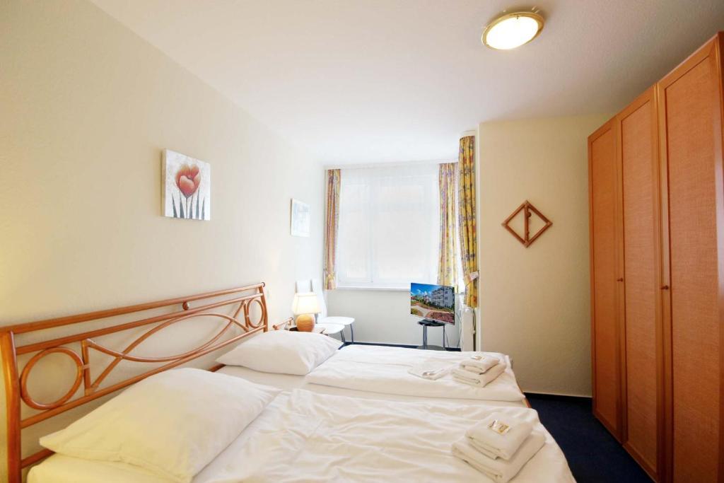 背景墙 房间 家居 酒店 设计 卧室 卧室装修 现代 装修 1024_683