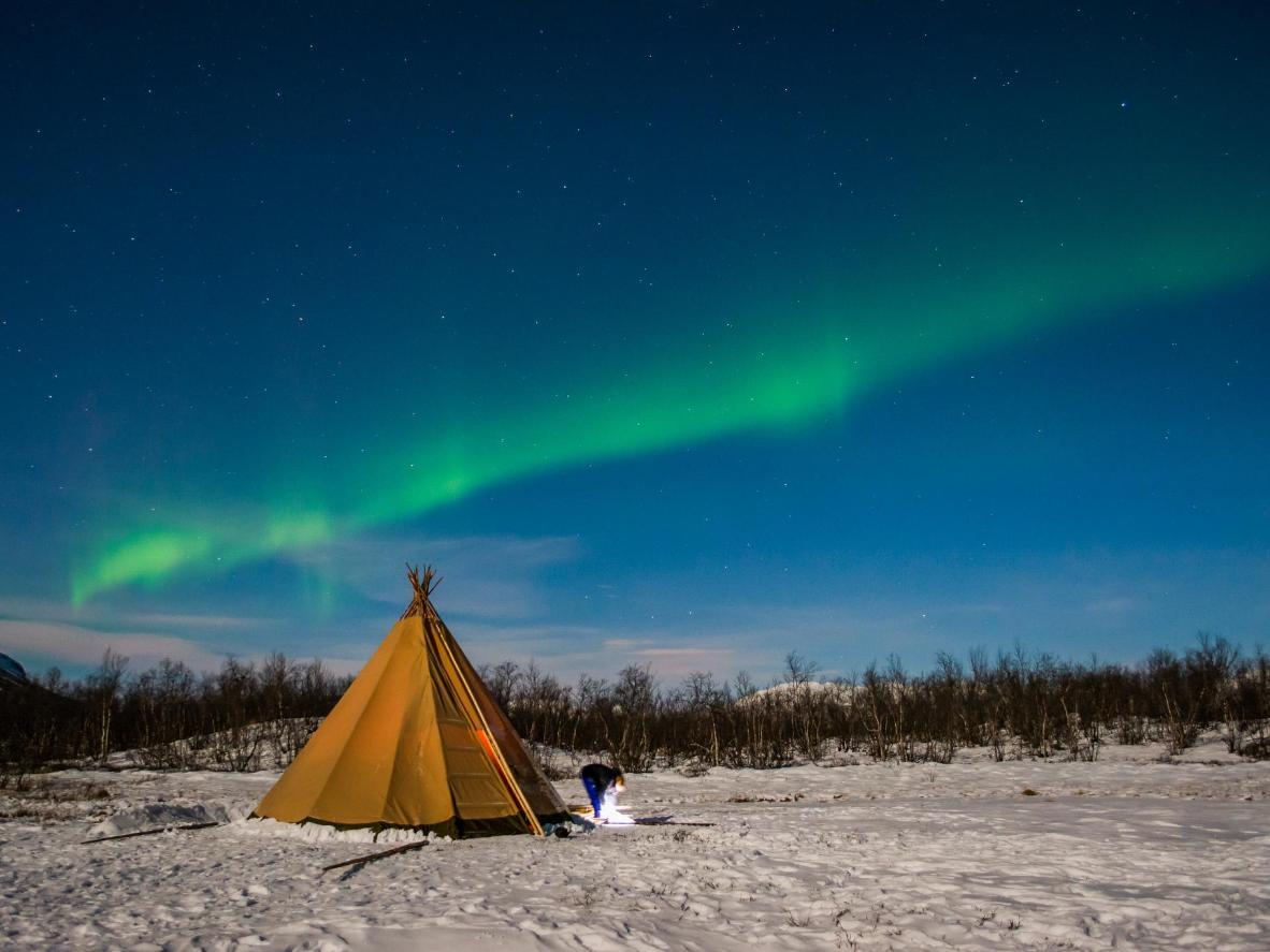 阿比斯库的地理位置使其成为北极光的观测点