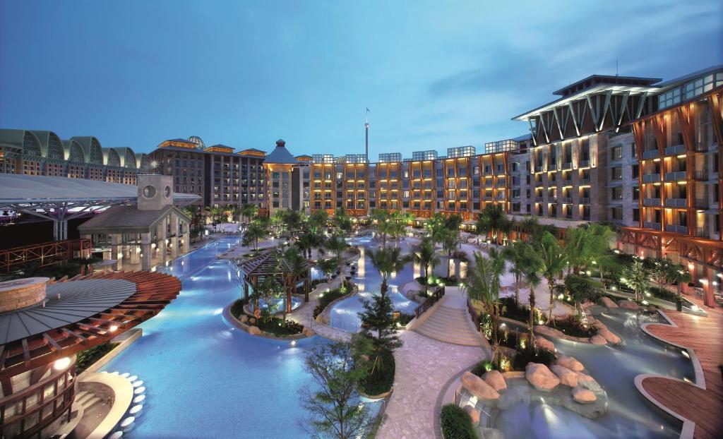 Resorts World Sentosa - Hard Rock Hotel (SG Clean)内部或周边泳池景观