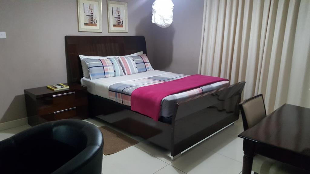 赛普拉斯行政山林小屋客房内的一张或多张床位