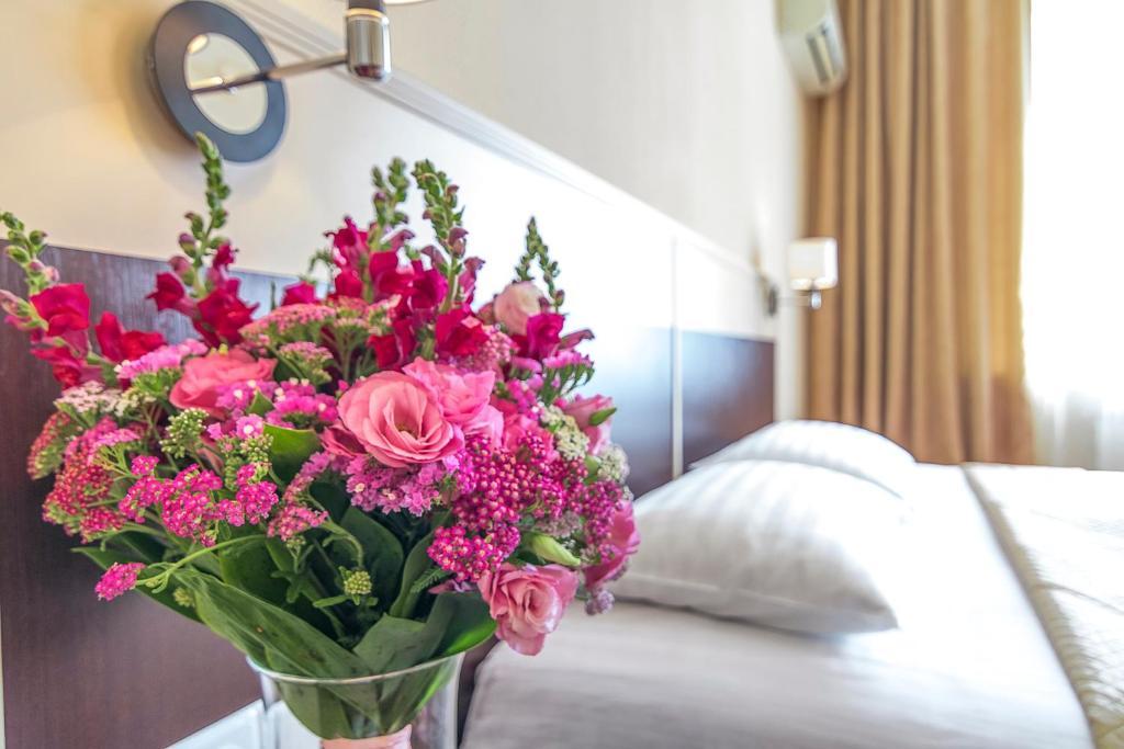 乌克兰酒店客房内的一张或多张床位