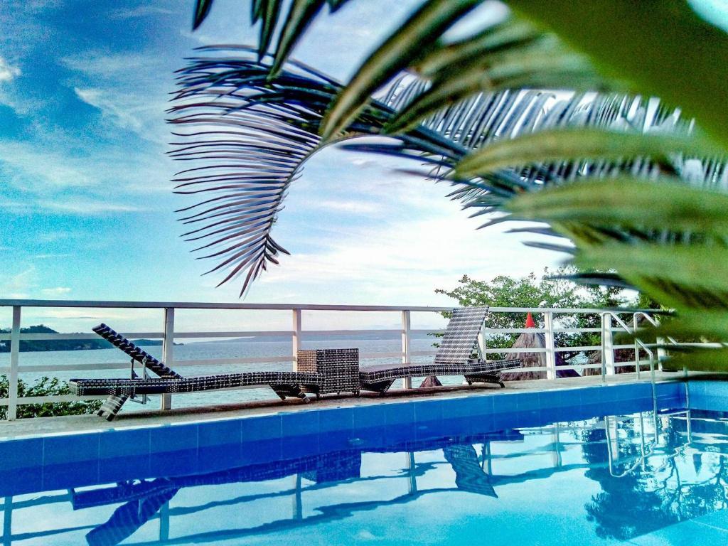 长滩岛水世界度假酒店内部或周边的泳池