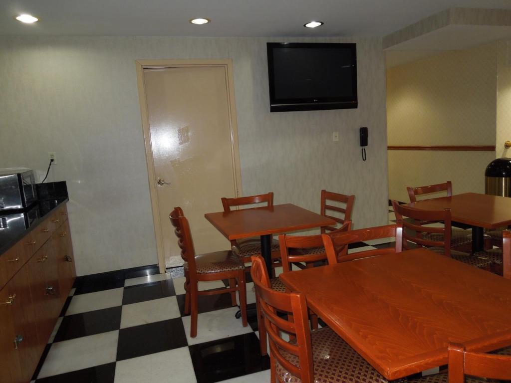 Lexington Inn at JFK Airport