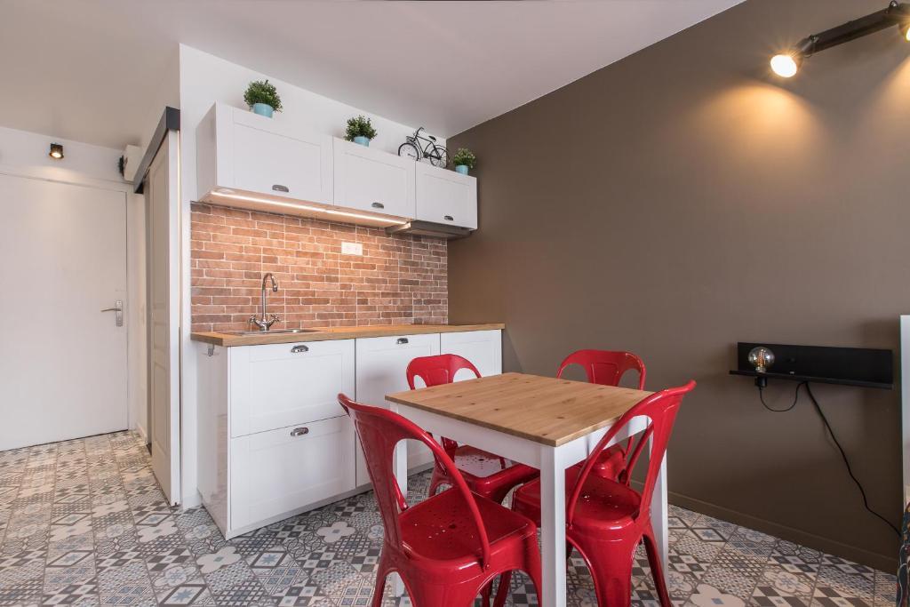 Studio Air d'été的厨房或小厨房