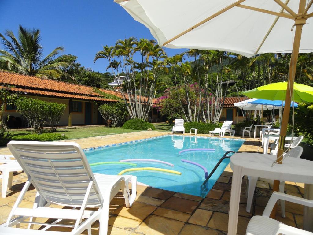 库拉尔海滩酒店内部或周边的泳池