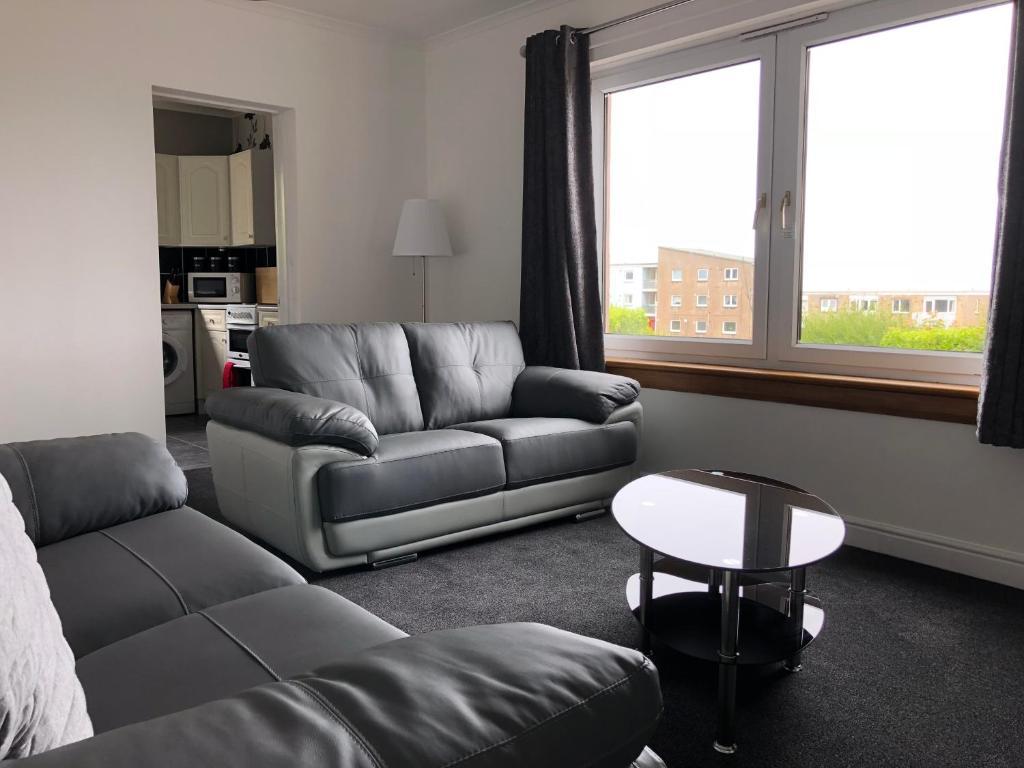 Dysart Sea View Apartment的休息区