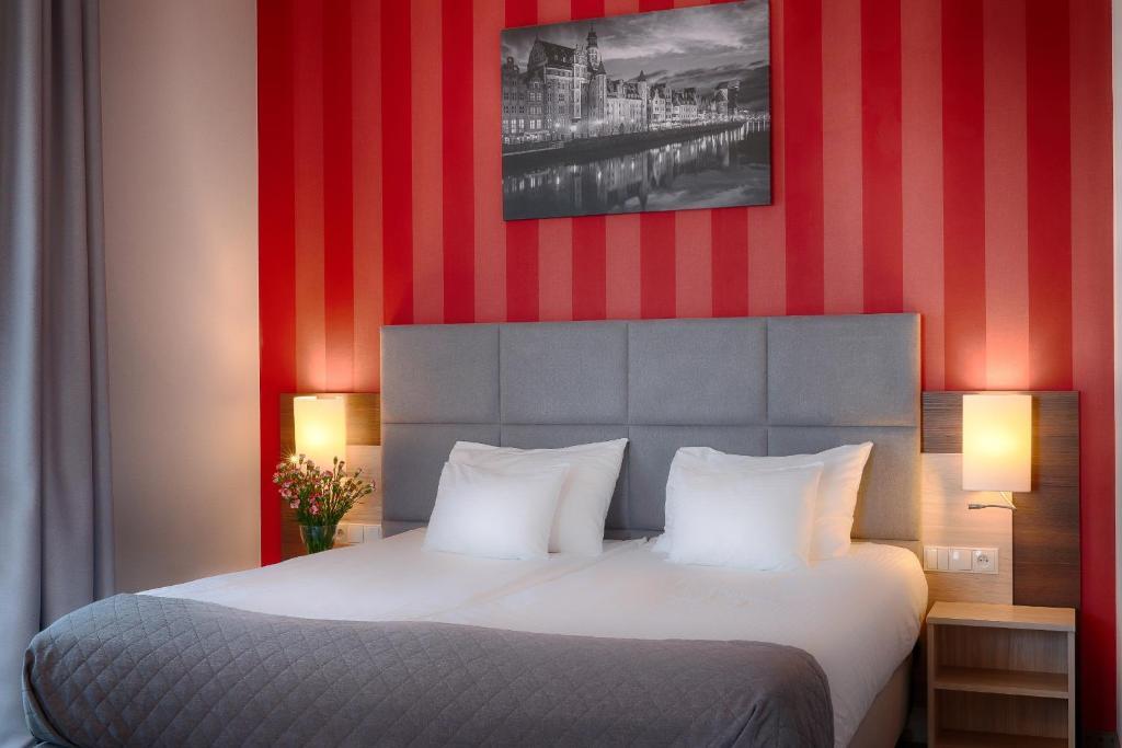 格但斯克福克斯酒店客房内的一张或多张床位