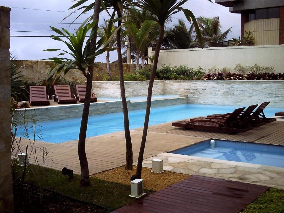 万礼吉恩公寓式酒店内部或周边的泳池