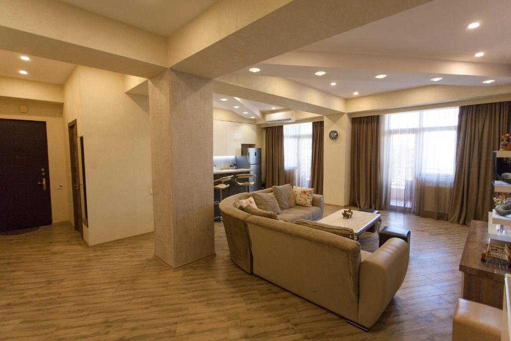 Old Tbilisi Luxurious Apartment的休息区