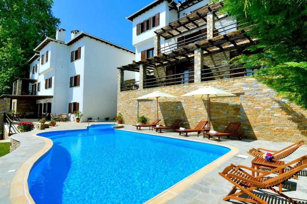 扎戈拉酒店内部或周边的泳池