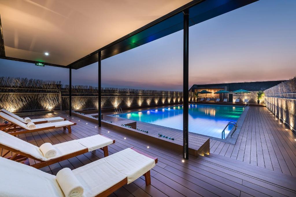 上海客莱福诺富特酒店 (原:上海康桥诺富特酒店)内部或周边的泳池