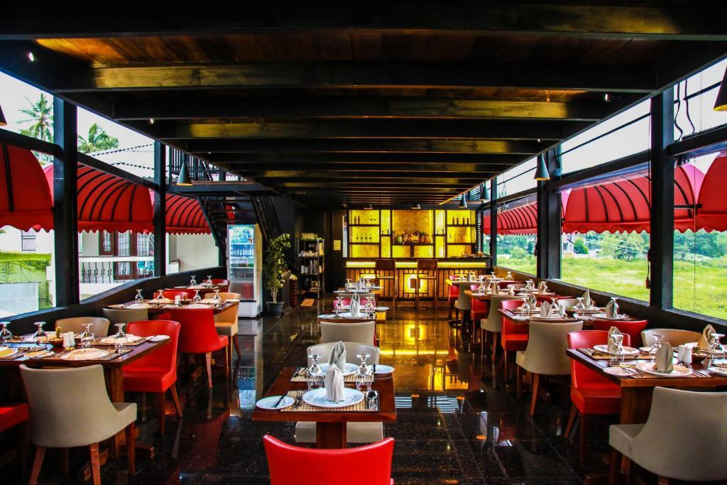 Royal Classic Resort的餐厅或其他用餐地点