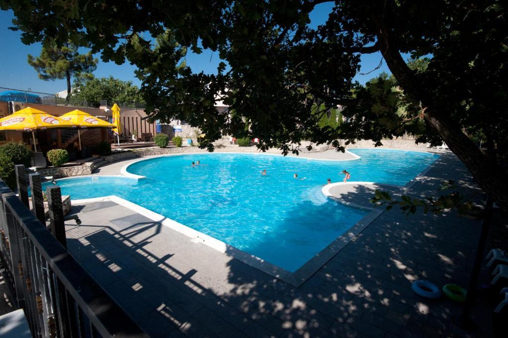 格兰德卡萨酒店内部或周边的泳池