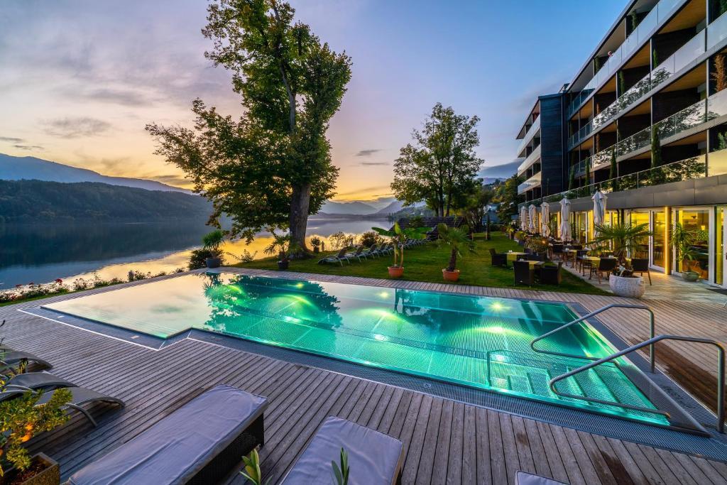 Villa Postillion am See内部或周边的泳池