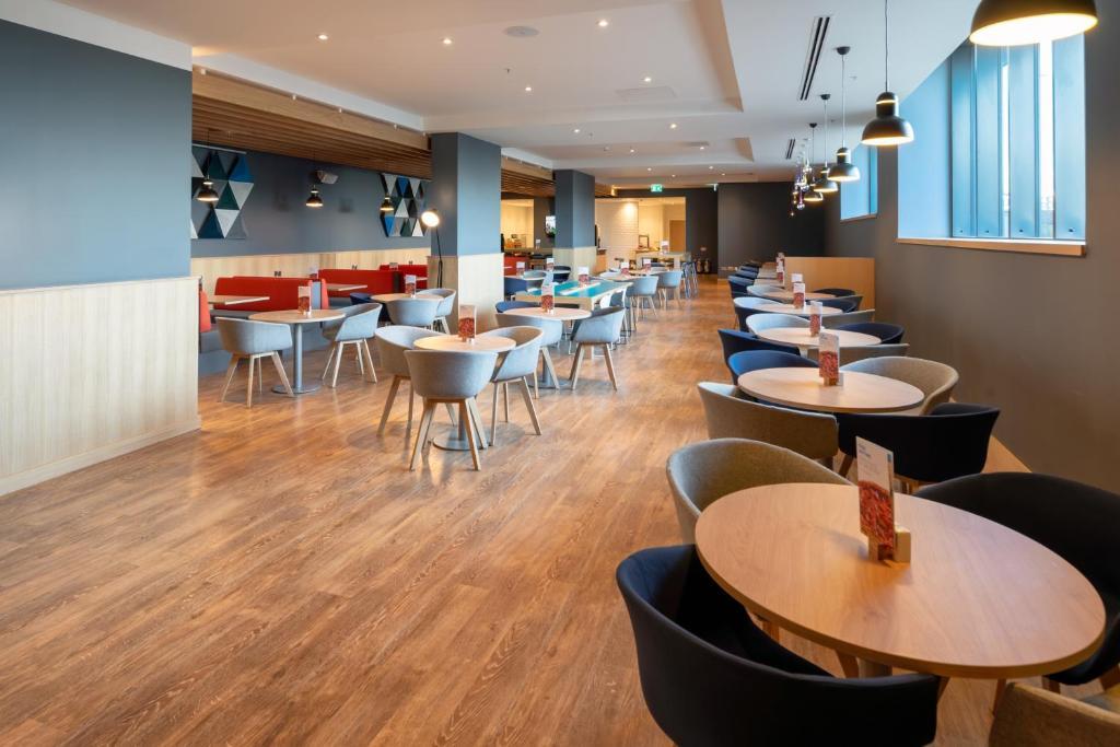 智选假日酒店 - 伦敦希思罗机场第四航站楼店餐厅或其他用餐的地方