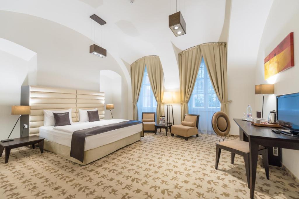 布达佩斯布达城堡魅力酒店客房内的一张或多张床位