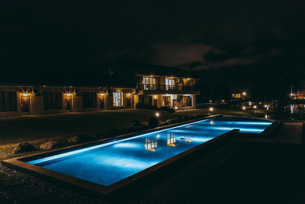 夏洛克 Villa 民宿 内部或周边的泳池