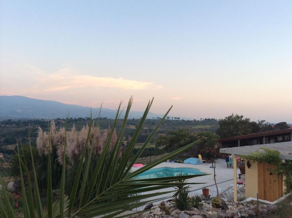 Quinta da Estrela内部或周边泳池景观