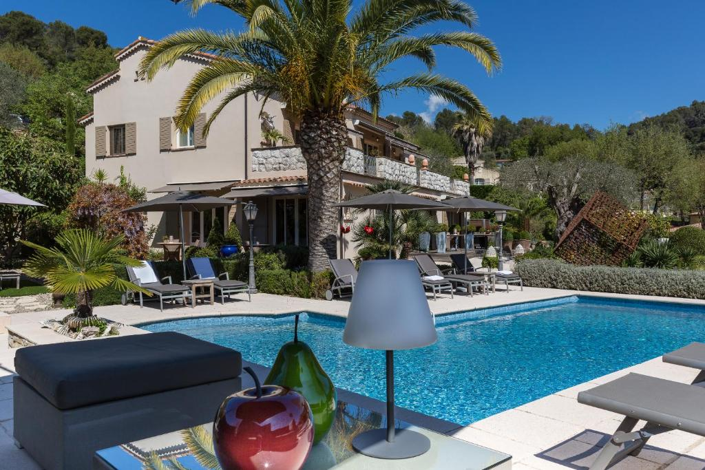 赛德琳娜别墅酒店内部或周边的泳池