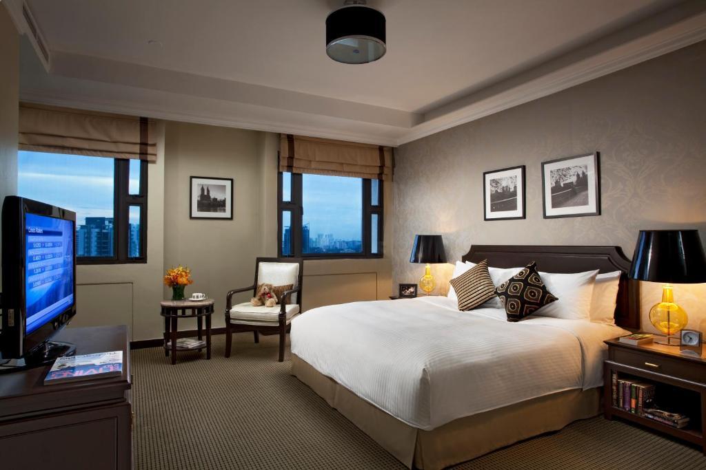 远东酒店集团乌节路公园套房酒店的一间客房