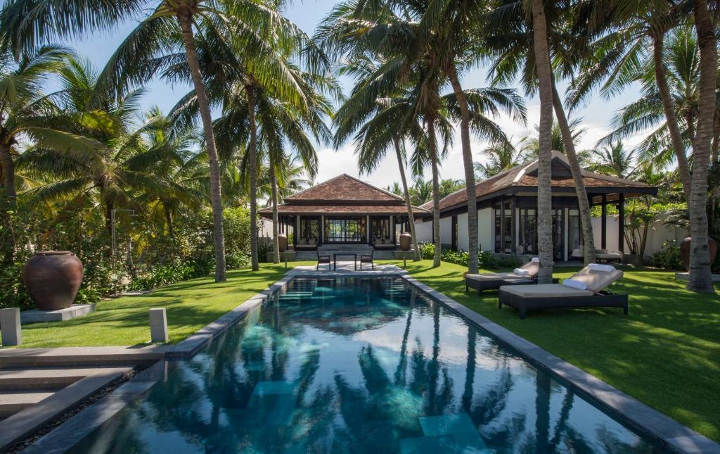 越南会安南海四季度假酒店外面的花园