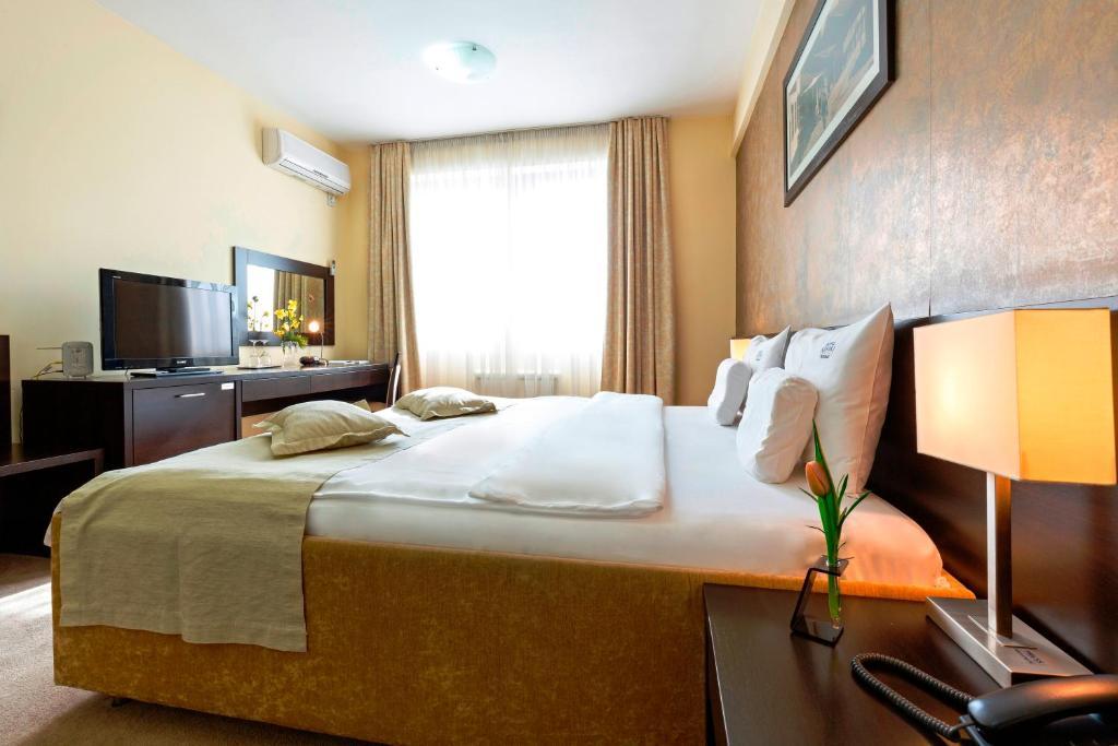 内维斯基加尔尼酒店的一间客房