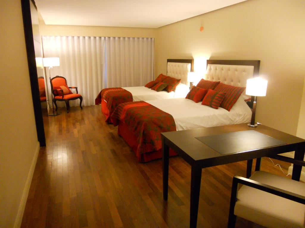 肯顿宫布宜诺斯艾利斯酒店客房内的一张或多张床位