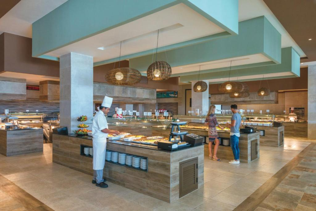 A restaurant or other place to eat at Riu Sri Lanka All Inclusive