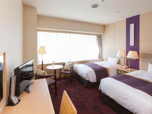 调布格雷斯登饭店客房内的一张或多张床位