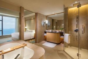 厦门希尔顿逸林酒店的一间浴室