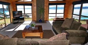 普卡基湖畔度假屋的休息区