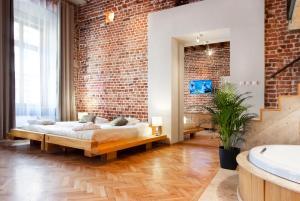 老城公寓酒店客房内的一张或多张床位