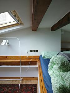 Appartement proche République客房内的一张或多张双层床