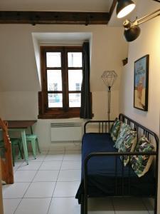 Appartement proche République的休息区
