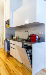 尹思图佛莫萨178公寓的厨房或小厨房