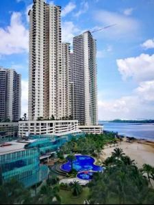 Danga Bay Johor Bahru内部或周边泳池景观