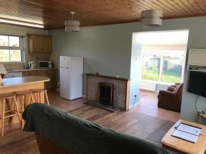 Downings Coastguard Cottages - Type A的厨房或小厨房