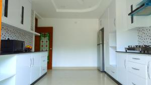 Blobb Serviced Aparments的厨房或小厨房