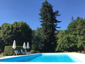 德克莱布瓦庄园住宿加早餐旅馆内部或周边的泳池
