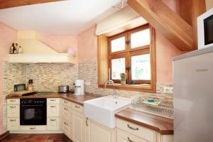 Haus Südstrandidyll by Rujana的厨房或小厨房