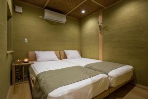 Kusamakura Kyoto Kawaramachi客房内的一张或多张床位