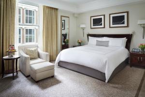 纽约半岛酒店客房内的一张或多张床位