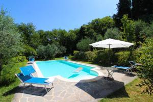 Villa Gioiosa内部或周边的泳池