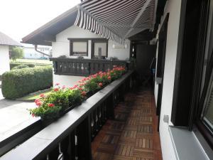 Haus Glätzle的阳台或露台