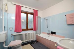 Ferienwohnung Nussbaumer的一间浴室