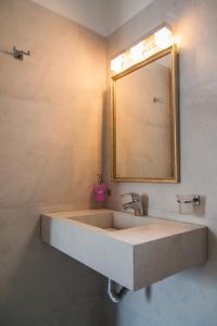 Nostos Studios的一间浴室