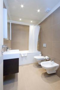 骑士桥克拉韦利法院公寓的一间浴室