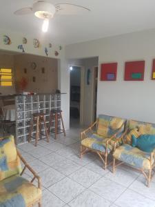 Apartamento Ubatuba的休息区